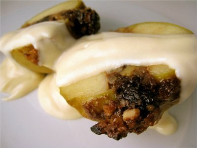 This Vegan Bourbon Baked Apple recipe is a great way to get that ridiculously good apple flavor without resorting to the time intensive sport of pie making. Photo © Mattie VeganBaking.net.