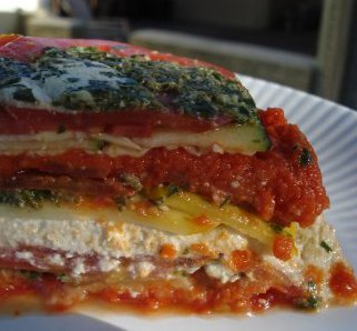 This vegan recipe makes a gorgeous, raw lasagna using cashew and pine nut cheese, fresh basil pesto, sundried tomato sauce and courgettes. Photo © Staci